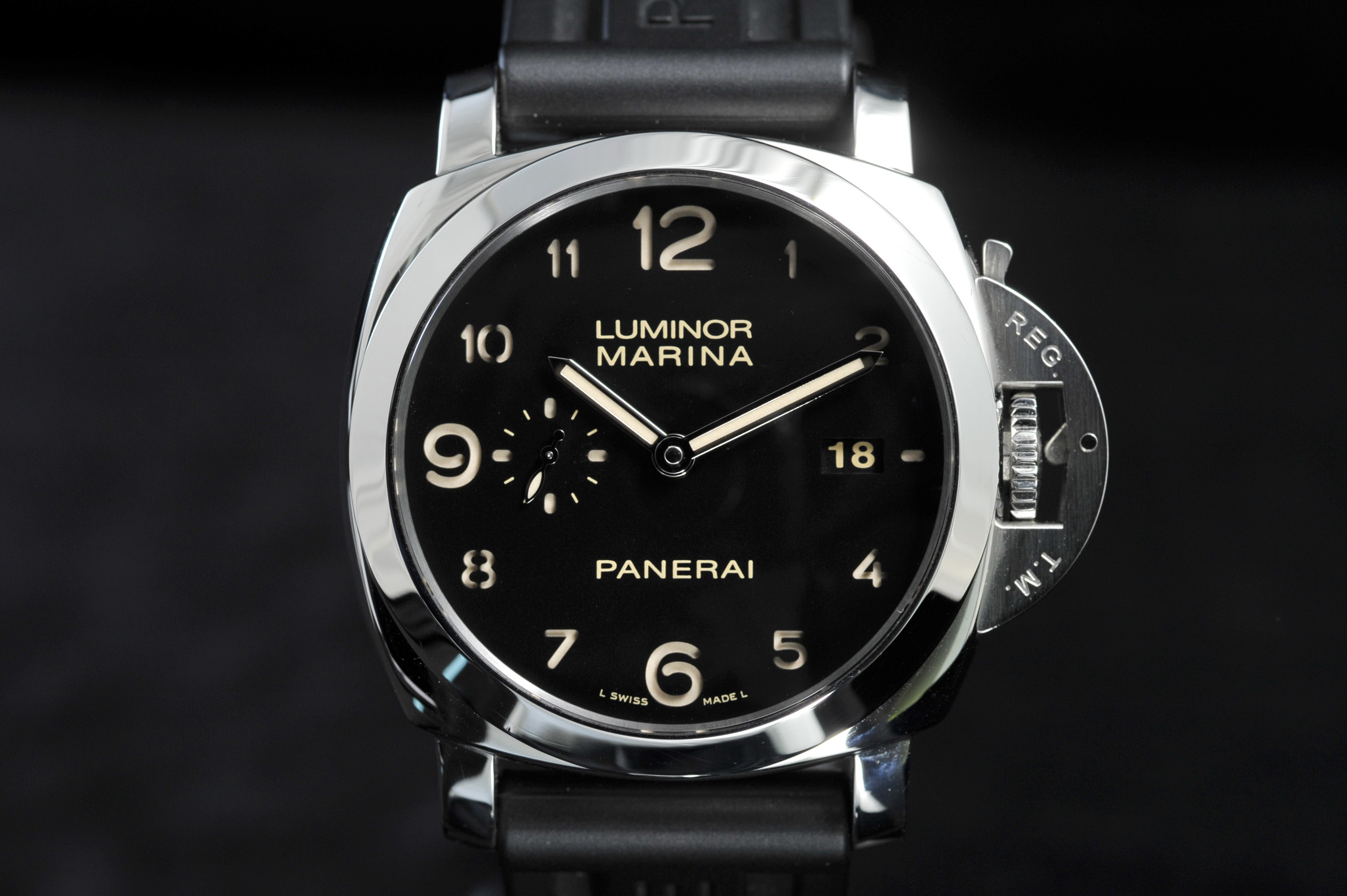 Panerai PAM359 Review closeup